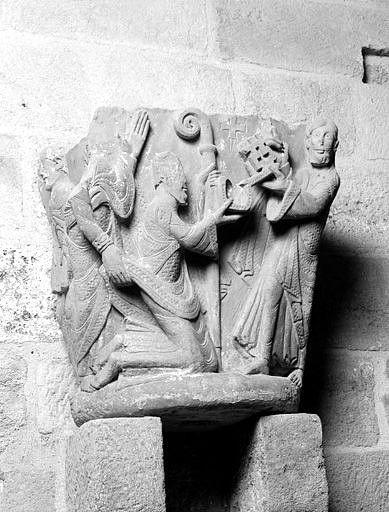chapiteau : Traditio legis (la remise des clefs à saint Pierre)