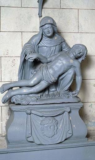 groupe sculpté, socle : Vierge de Pitié