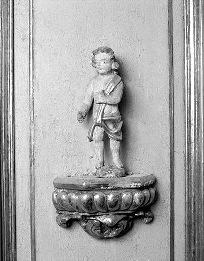 lambris de hauteur, 4 statues