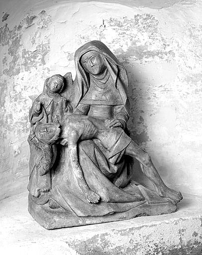groupe sculpté : Vierge de pitié avec un ange