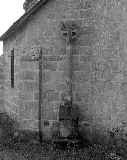 croix monumentale, lutrin : Christ en croix