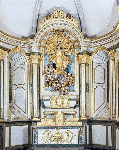 Autel, 2 gradins d'autel, tabernacle (maître-autel, ensemble du décor intérieur)