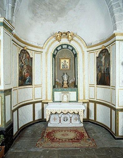 Retable, lambris de revêtement de la chapelle Notre-Dame-de-Pitié (ensemble du décor intérieur)