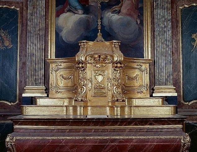 2 gradins d'autel, tabernacle (maître-autel)