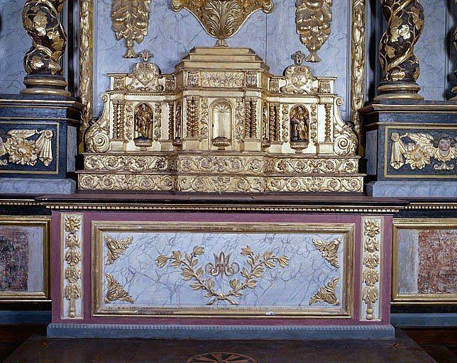 Autel, 2 gradins d'autel, tabernacle (autel du transept sud)