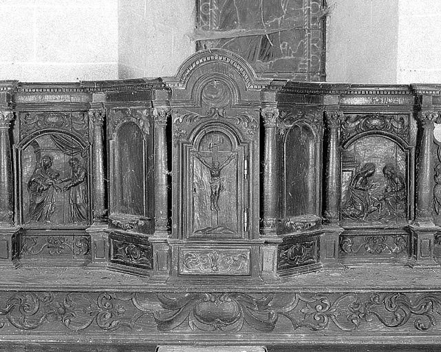 Gradin d'autel ; tabernacle ; exposition (maître-autel) ; statuettes (4)