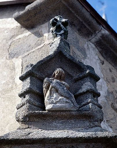Niche, groupe sculpté (statuette) : Vierge de Pitié
