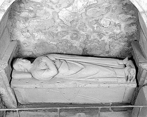 Dalle funéraire : gisant d'un chevalier du Temple