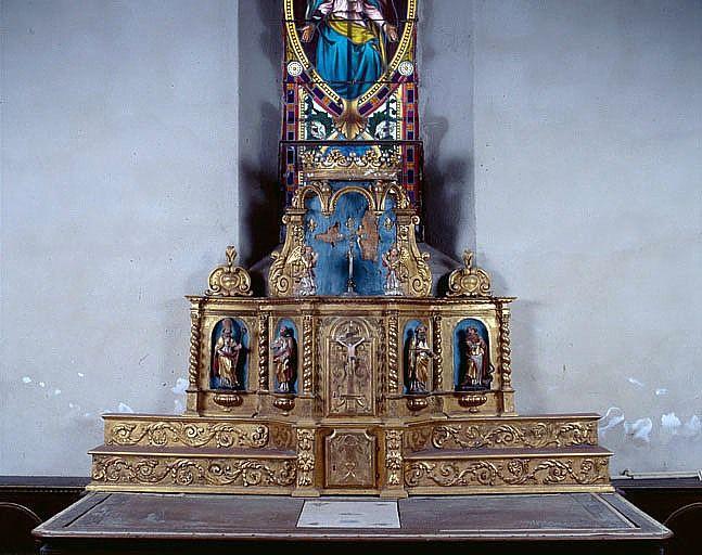 Autel, 2 gradins d'autel, 2 tabernacles, exposition