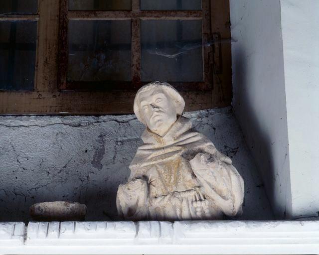 moitié supérieure d'une statue : saint François d'Assise