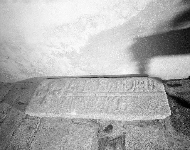 dalle funéraire de Guillaume de Plaisance