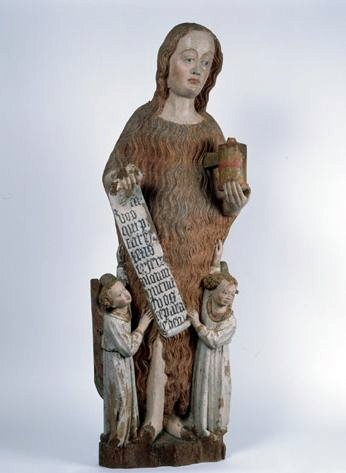 Statue (petite nature) : sainte Madeleine pénitente élevée par deux anges