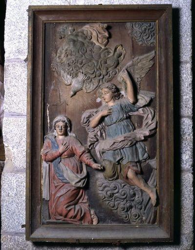 2 demi-reliefs : l'Annonciation, le Couronnement de la Vierge