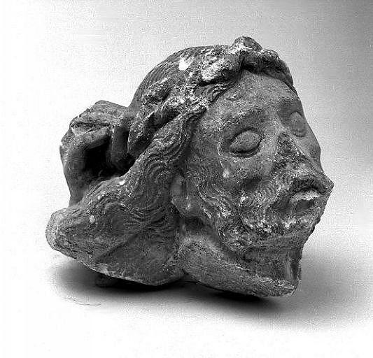 Fragment d'un groupe sculpté de la Vierge de Pitié (?) : tête de Christ