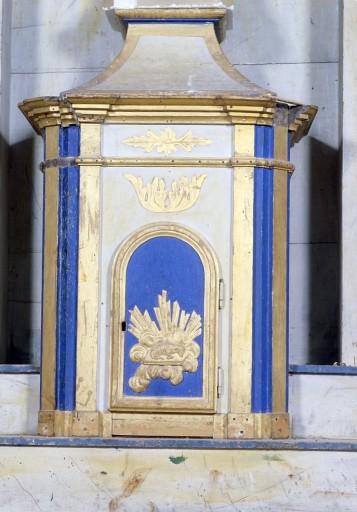 Autel, 2 gradins d'autel, tabernacle, retable, 2 statues : diacres (autel de la chapelle sud dit autel des saints diacres)