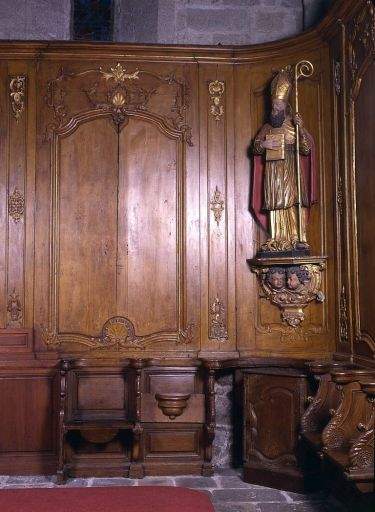 Lambris de revêtement et stalles (décor de choeur)