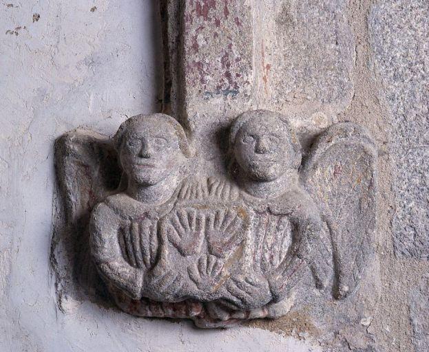 Ensemble héraldique sculpté du croisillon nord : clef de voûte et 2 culots