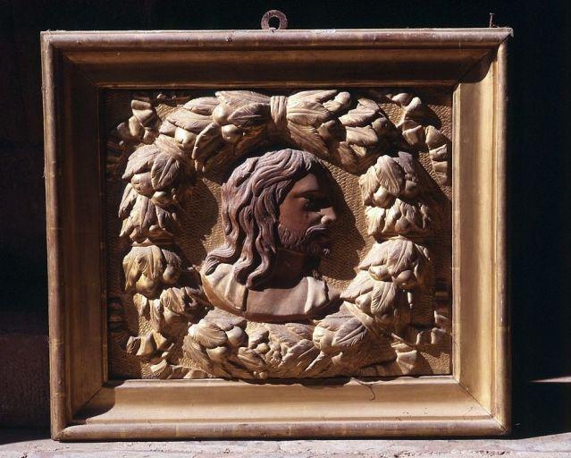 2 bas-reliefs : le Christ et la Vierge