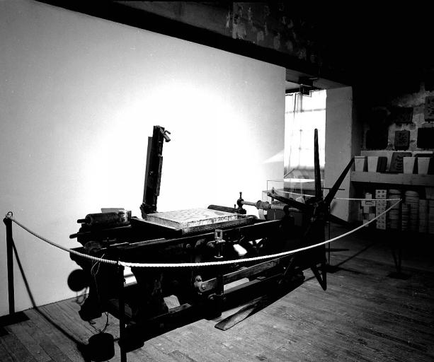 Machine à imprimer à encre liquide : presse lithographique