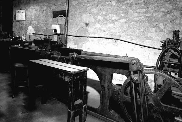 Machine à raboter : machine à mettre à hauteur les filets (ligne de fabrication de filets d'imprimerie)
