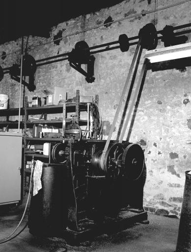 2 machines à raboter : raboteuses-lamineuses à filets (ligne de fabrication de filets d'imprimerie)
