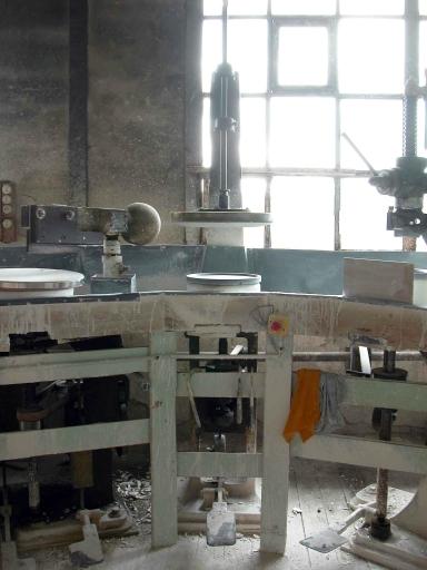 machine à former par moulage : centreuse (ensemble de machines à mouler et calibrer n°1 : triptyque Faure)
