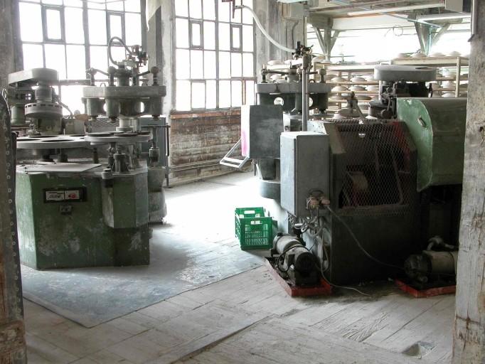 3 machines à mouler : machines à calibrer Roller