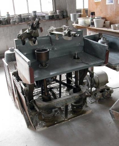 3 machines à mouler : machines automatiques à deux bras de bascule pour moulage à la housse n° 4 à 6