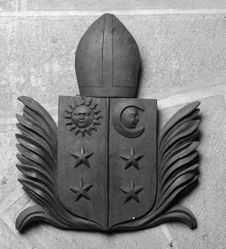 Bas-relief : armes de l'abbaye d'Aubazines