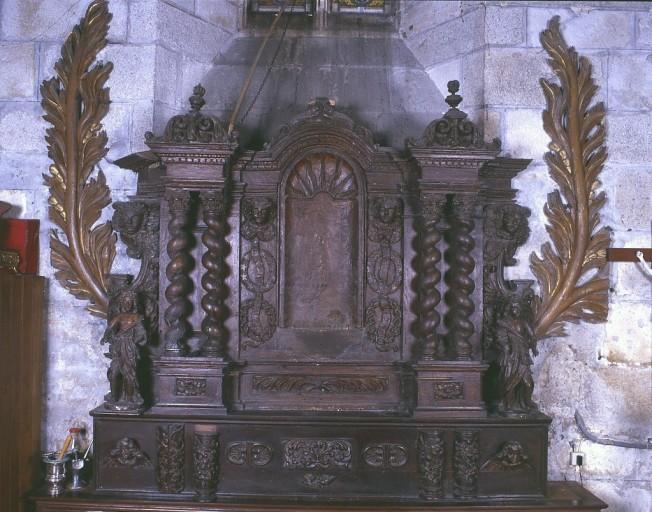 Éléments de retable remontés, avec 2 statuettes d'anges