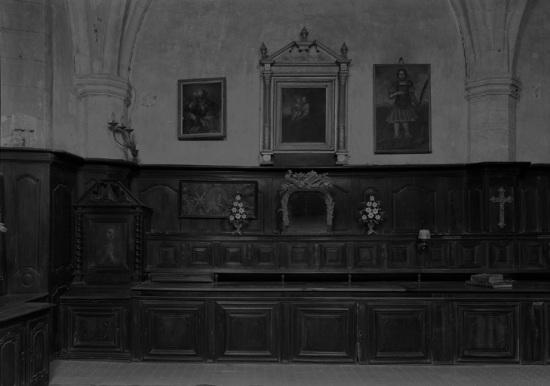 Lambris de hauteur ; meuble de sacristie ; horloge de la sacristie