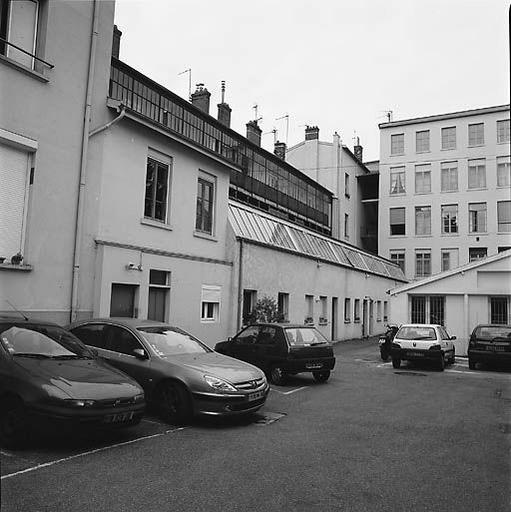 Tissage Lyonnet Ch. et logement d'ouvriers actuellement immeuble