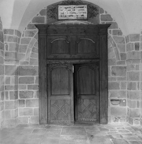 Porte, vantaux et tympan de menuiserie du narthex