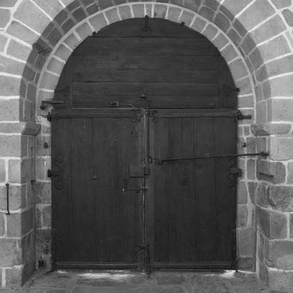 Vantaux et tympan de menuiserie du portail occidental