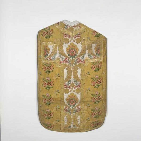 Ornement or (n°2) : chasuble, étole, manipule, voile de calice