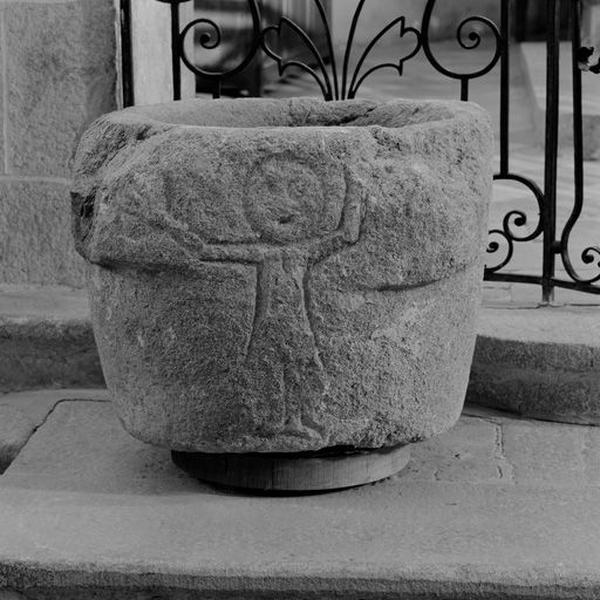 Fonts baptismaux (n°2) : cuve baptismale