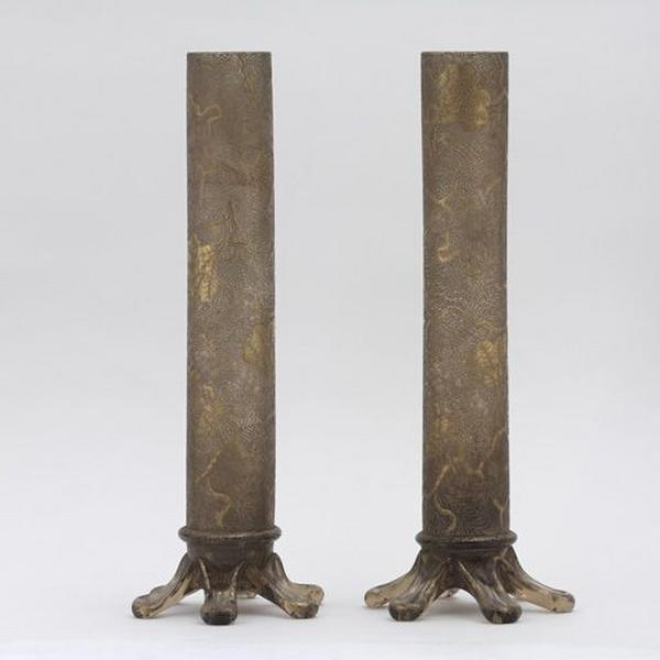 Paire de vases décoratifs (N° 2)
