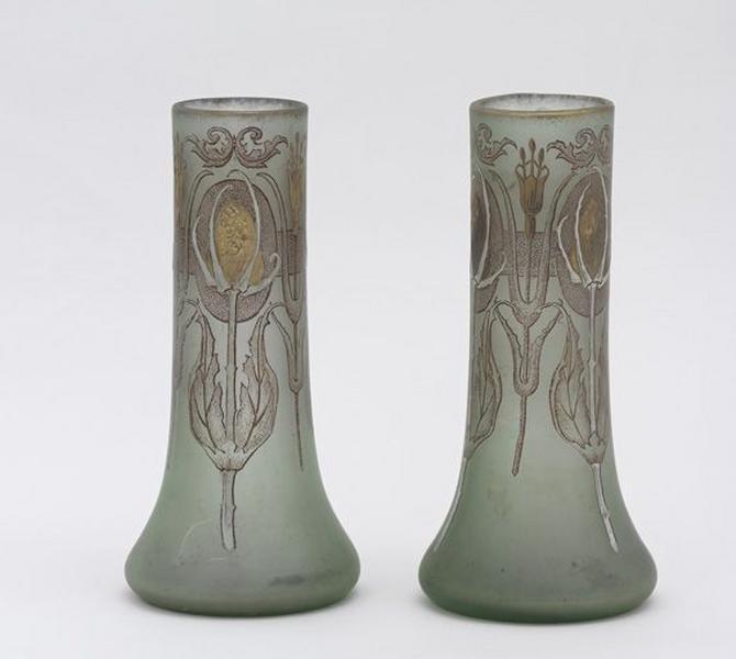 Paire de vases décoratifs (N° 1)