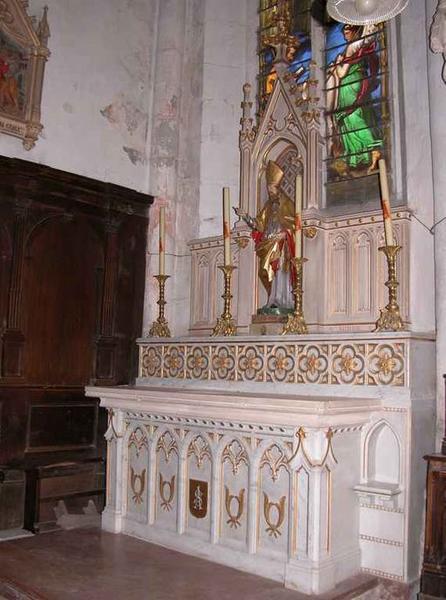 Ensemble de l'autel de saint Ennemond : autel, gradin d'autel, retable architecturé à niche (autel latéral nord)