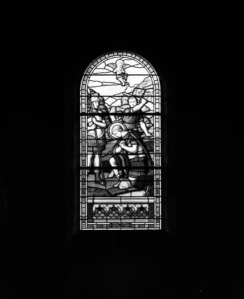 Ensemble de verrières : martyre de Saint Julien de Brioude, apparition de Jeanne d'Arc à un soldat de la Grande Guerre