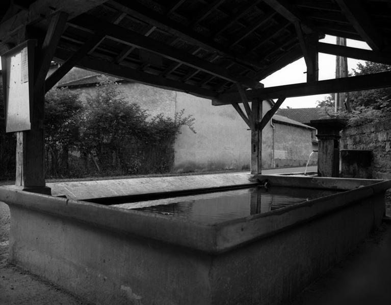 Fontaine ; lavoir