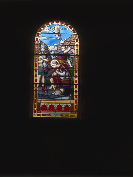 2 verrières figurées : Martyre de saint Julien de Brioude, Apparition de Jeanne d'Arc à un soldat de la grande guerre (baies 9, 10)
