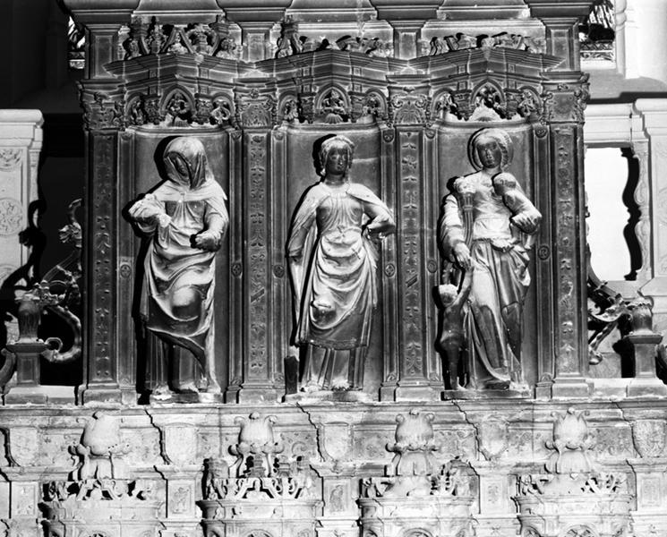 ensemble de 2 bas-reliefs : Eve et deux hommes sauvages