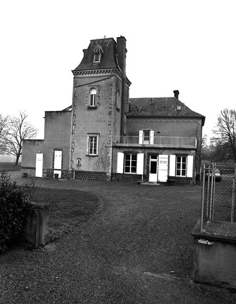Château dit château de Lourse ou domaine de Lourse, actuellement maison et ferme