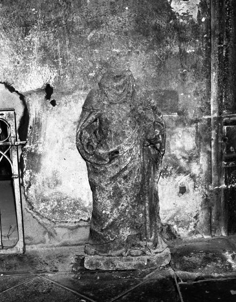 2 statues (demi-nature, petite nature) : pèlerin non identifié, moine non identifié