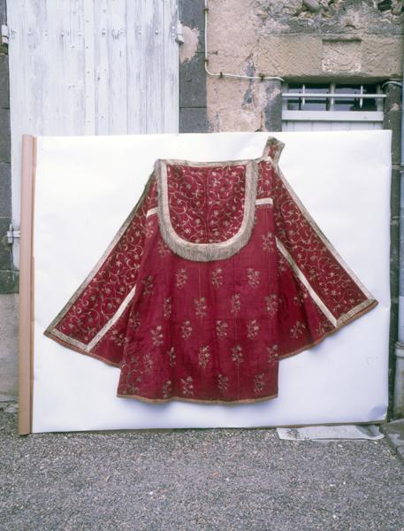 chape : ornement rouge