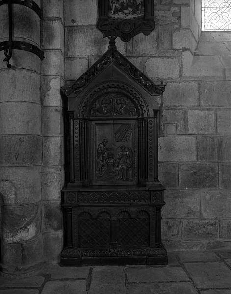 Retable des fonts baptismaux (cuve baptismale à infusion), style néo-roman