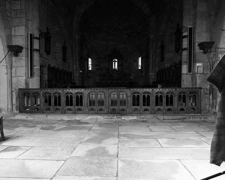 Clôture de sanctuaire (table de communion), style néo-roman
