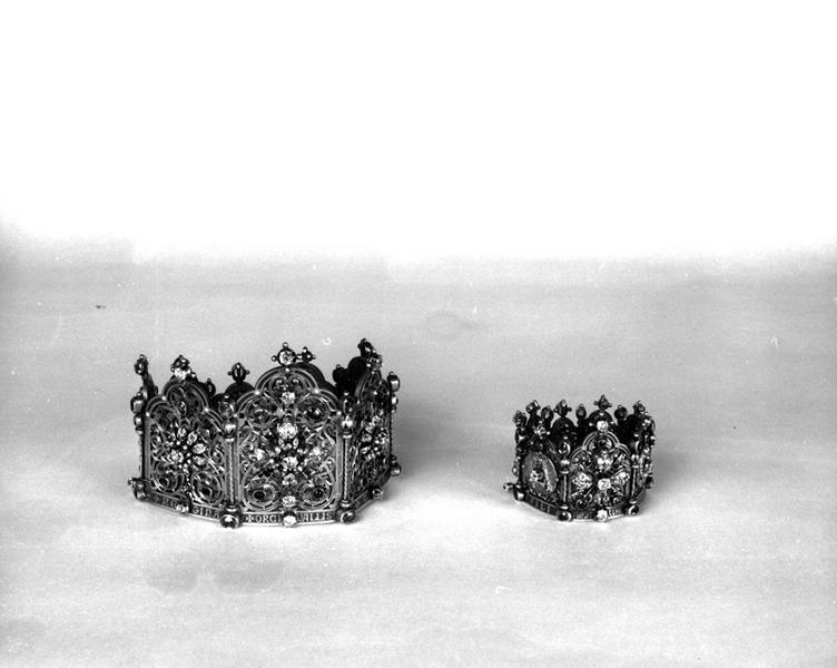 Ensemble de deux couronnes de statues