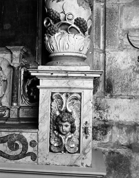 maître-autel ; retable architecturé à niche ; tabernacle à dais d'exposition